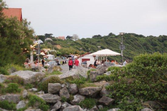 Camping Ferme Erromardie : terrassen buiten de camping