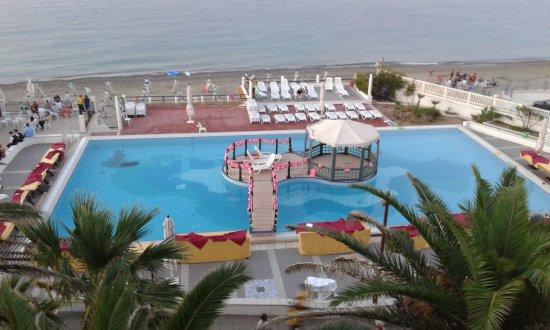 Hotel Club Village Costa Elisabeth: mattonelle rotte