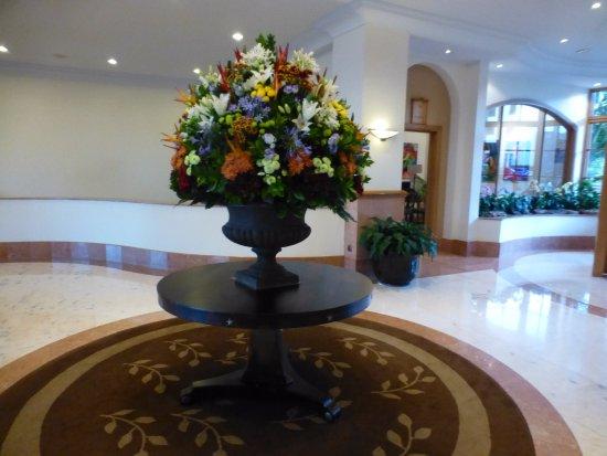Hotel The Cliff Bay: décoration florale du lobby