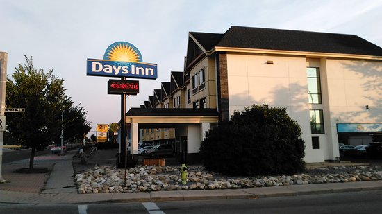 Days Inn Calgary Northwest: IMG_20170820_071102_large.jpg