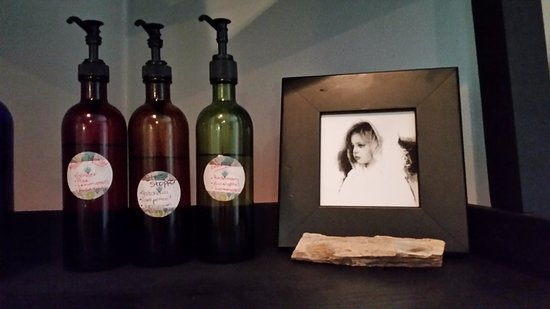 Weedsport, Nowy Jork: Three pre-made essential oil blends; muscle mender, stress stopper and energizer.