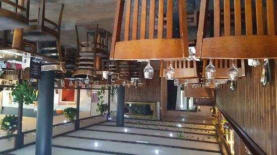 Restaurants avant garde live music bar and restaurant in for Avant garde cuisine