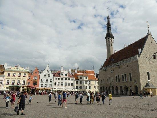 Old Town Maestro's: Old Town Tallinn is 2 min walk.