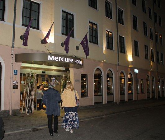 Mercure Hotel Muenchen City Center: Ingresso dell'albergo.