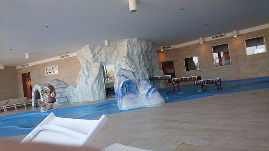 Piscina interna per bambini piccoli foto di falkensteiner family hotel diadora petrcane - Hotel con piscina termale per bambini ...