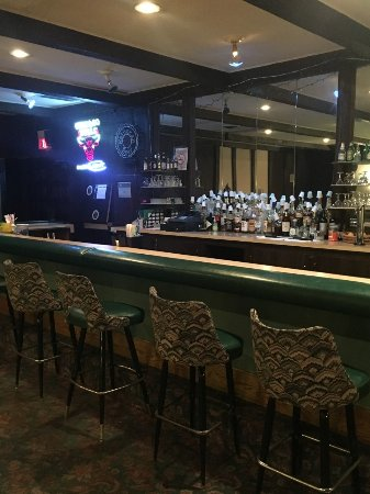 Aurora Fox Valley Inn: LOUNGE