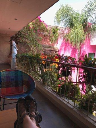 Casa de Las Bugambilias B&B: Private patio off of our room.