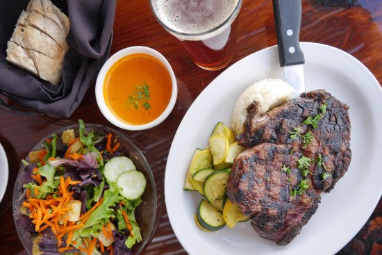 29 Palms Inn: Choose from a fantastic selection of steaks, cooked to perfection every time