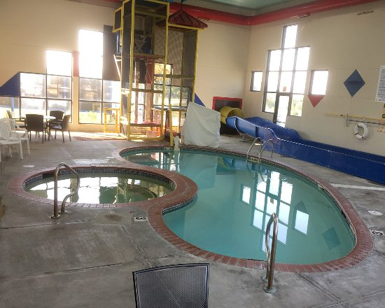 Quality Inn - Cameron, Missouri - Pool Area