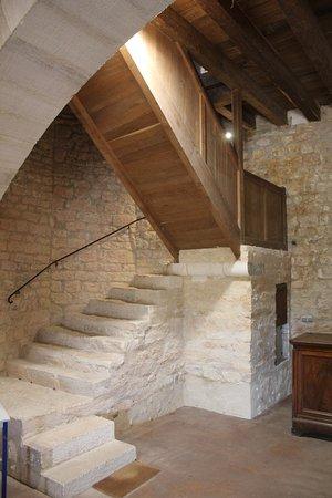 Simiane-la-Rotonde, Prancis: L'escalier descendant de la rotonde