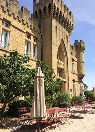 Hostellerie Chateau des Fines Roches : Entrée de l'hôtel/Restaurant.
