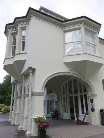 Beech Hill Country House Hotel: The 'horse carriage' overhang, built in the late 1800s to protect ladies disembarking!