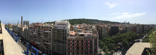 Barcelona Universal Hotel: View from the 10th floor pool and bar area