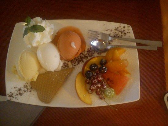 Hotel Schoenblick: dreierlei Obstorbet mit frischen Früchten