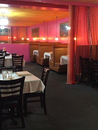 Tandoor Indian Restaurant: Seating Area