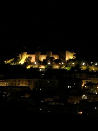 Lisboa Carmo Hotel: Vista noturna da janela do quarto