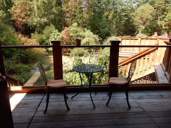 WurHere B&B: The bistro set, and where the cooler is left every morning.