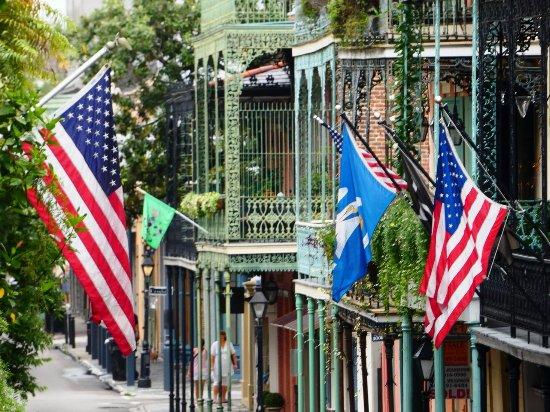 Andrew Jackson Hotel: Widok z balkonu pokojowego na ulicę