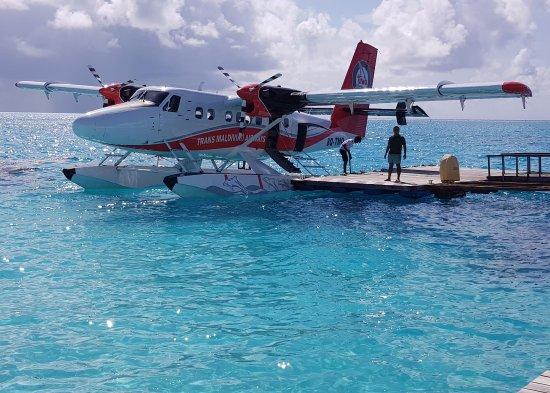 Cinnamon Hakuraa Huraa Maldives: Seaplane at hte jetty