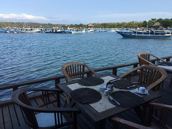 Banyuwedang, Indonesia: restaurant by the lagoon