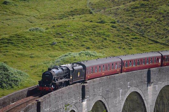 Glenfinnan, UK: le train sur le pont
