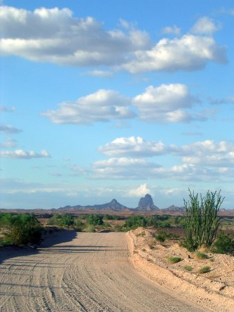 Winterhaven, แคลิฟอร์เนีย: The road to Picacho State Recreation Area is mostly unpaved, passable for cars and motor homes.