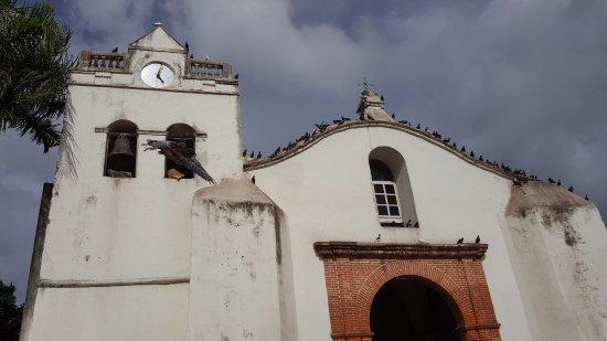 Higuey, Dominican Republic: el frente con su campanario