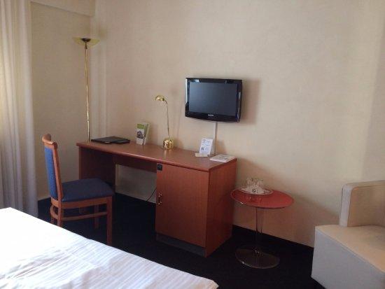 Hotel Vorfelder: werkruimte en fauteuil om te ontspannen