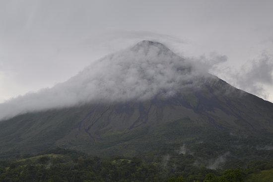 Grupo Transportes Calderon: Our day trip to the skirts of the Arenal Volcano