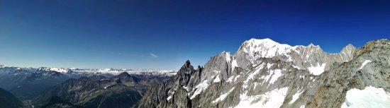 Rifugio torino foto di punta helbronner funivie monte for Vista sulla valle cabine colline hocking
