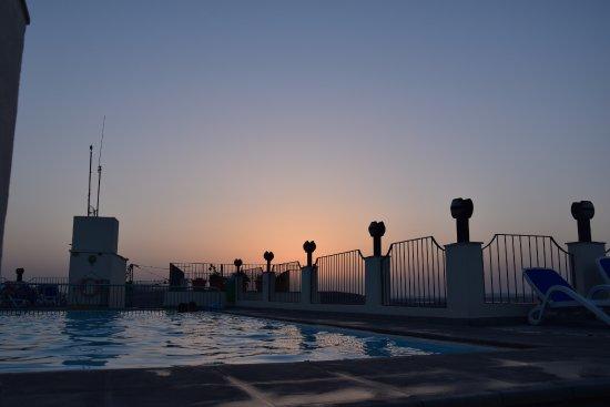 Hotel Santana: Piscine située au dernier étage de l'hôtel, au top pour profiter du coucher du soleil !