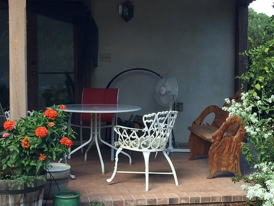 Adobe and Roses : patio