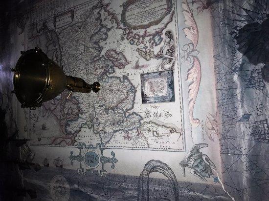 Haus Noge : Kart i soverommets tak