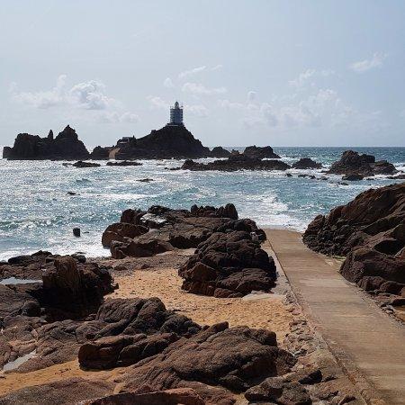 Corbiere Lighthouse (La Corbiere): Lovely setting.....