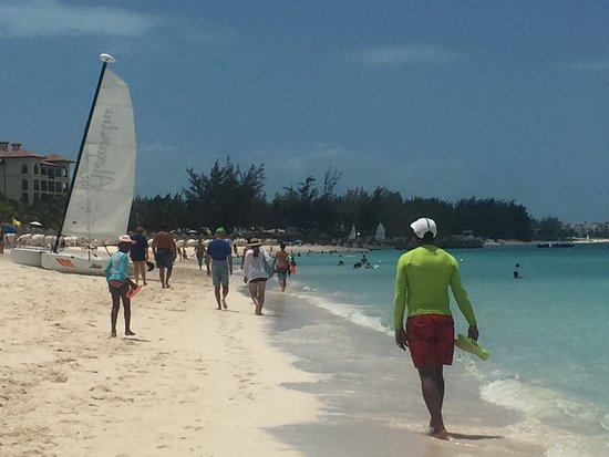 The Somerset on Grace Bay: Walking along gracebay beach