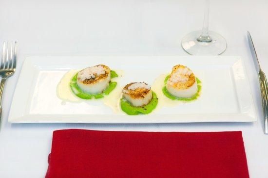 Le Bistro: Have you tried Les St Jacques Juste Saisies, Beurre Blanc à l'Absinthe?