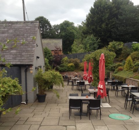 Garthmyl, UK: Beer garden