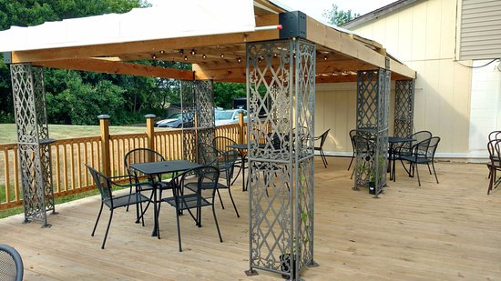Okemos, MI: Patio Seating