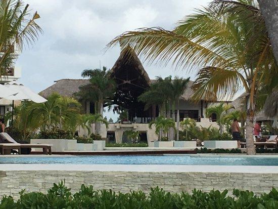 Lobby vue de la piscine
