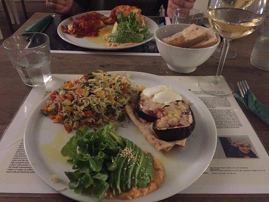 Brac: Menú que consiste en tres platos a elegir entre entrantes o ensaladas, pastas o arroces y panes