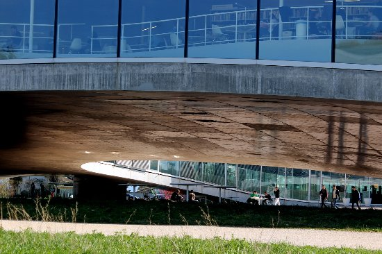 Rolex Learning Center EPFL : One of the patios