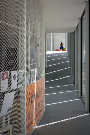 Rolex Learning Center EPFL : Inside, a quiet place behind the bookshop