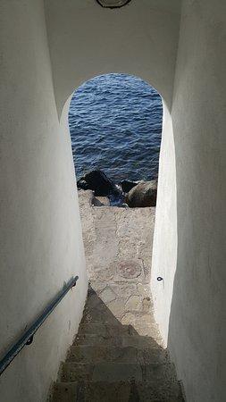 accesso alla spiaggia molto suggestivo