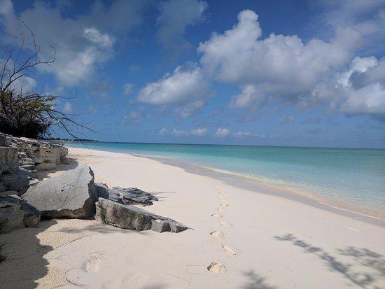 Cape Santa Maria Beach Resort & Villas: Beach just outside of hotel area (same beach)