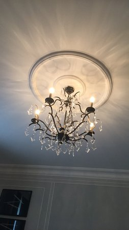 Hotel Maria Cristina, a Luxury Collection Hotel, San Sebastian: Chandeliers in bedroom
