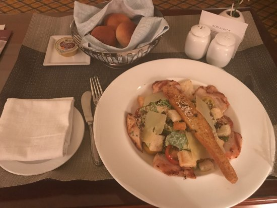 Al Raha Beach Hotel: photo1.jpg