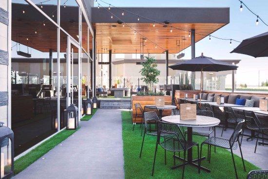 Sandman Hotel Calgary Airport: Chop Steakhouse & Bar