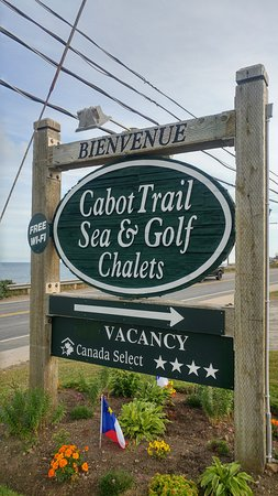 Cabot Trail Sea and Golf Chalets: The Roadside Sign