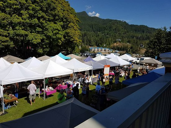 Kaslo, Canadá: This is the Saturday Market that happens beside the hotel from June to September