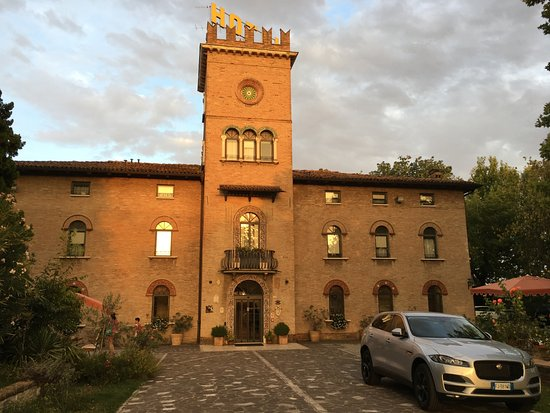Hotel castello modena italien omd men och for Quaint hotel